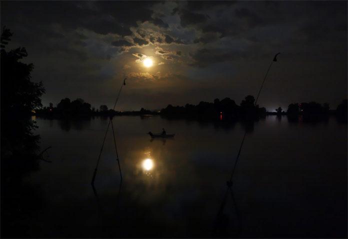 Рыбалка и луна