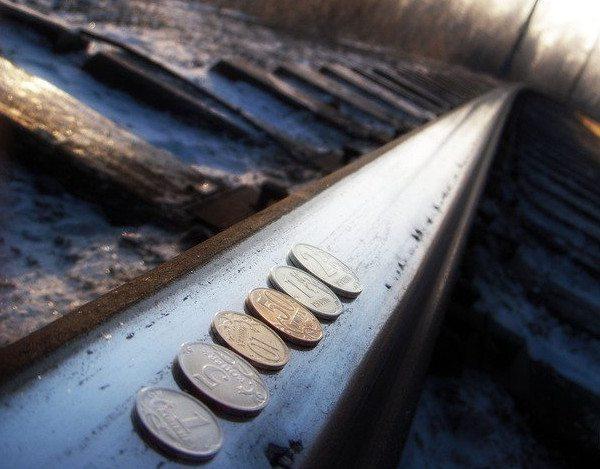 монеты под поезд