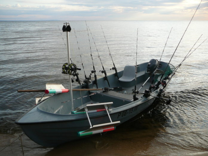 лодка для рыбалки миниатюра