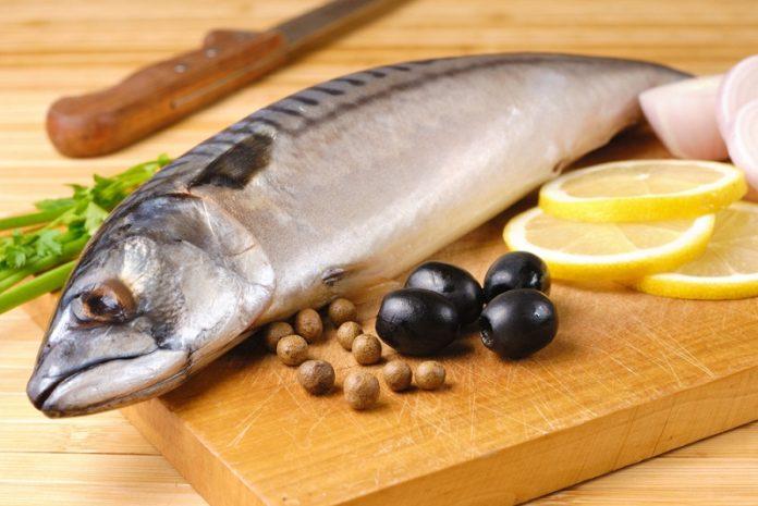 рыба на доске миниатюра