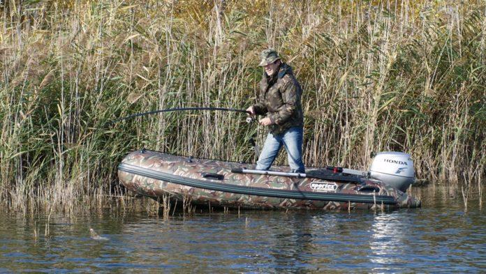 как поймать щуку с лодки