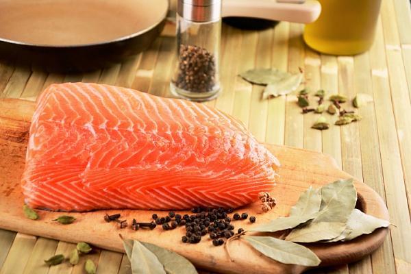 Красная рыба готова к засолу